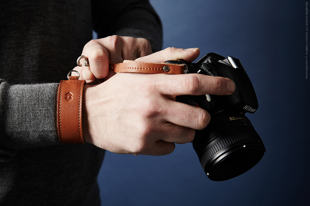 handmade-leather-camera